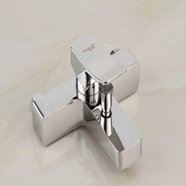 robinet de baignoire finition chrome contemporaine avec douchette